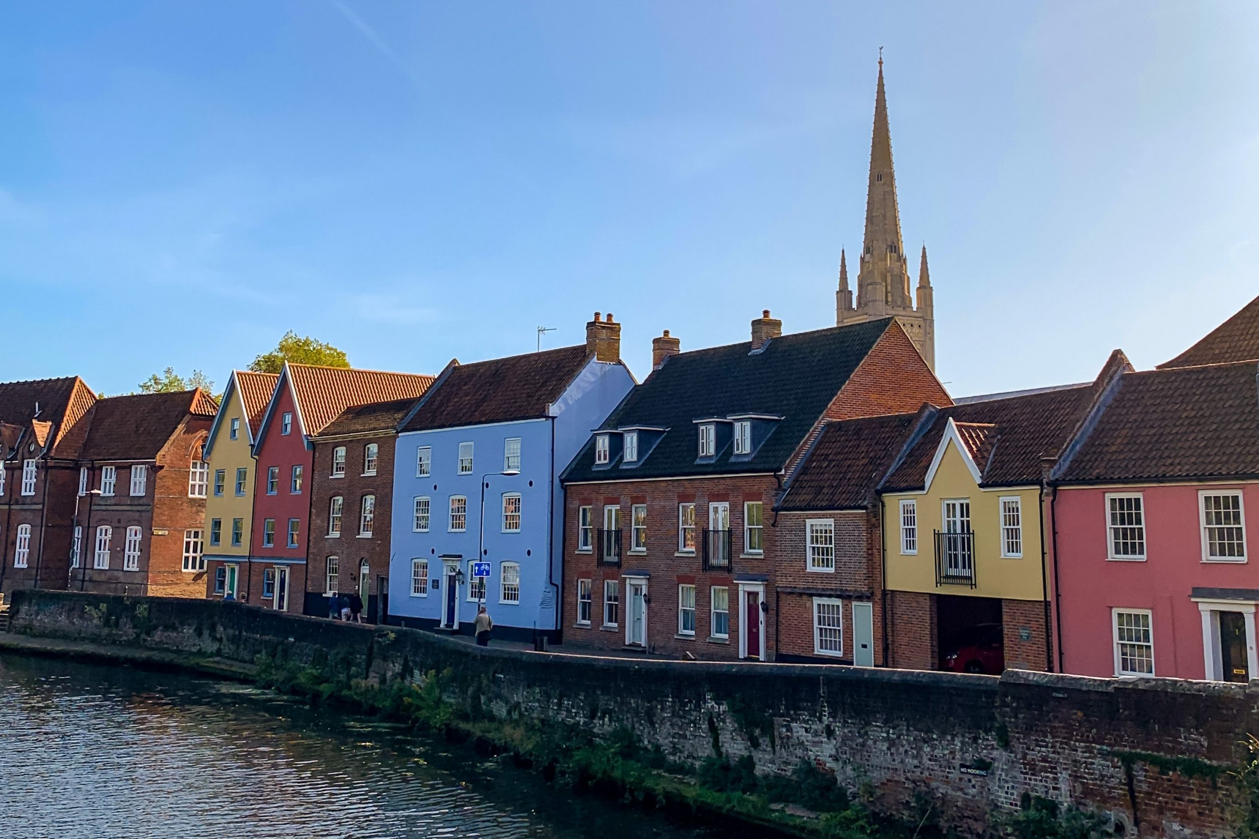 norwich-cathredal-houses-river